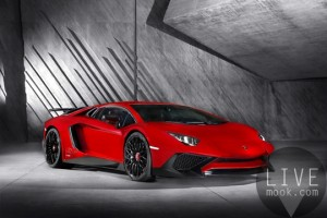 Lamborghini Aventador LP 750-4 Superveloce_3-4 Front