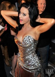 katy-perry-stretching