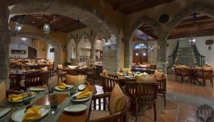 雅加达艾美酒店Al Nafoura餐厅提供经典的黎巴嫩美食